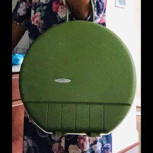 VINTAGE OLIVE GREEN FORECASTER HARDSHELL VANITY CA